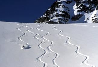 02_burnie_glacier_chalet_tracks